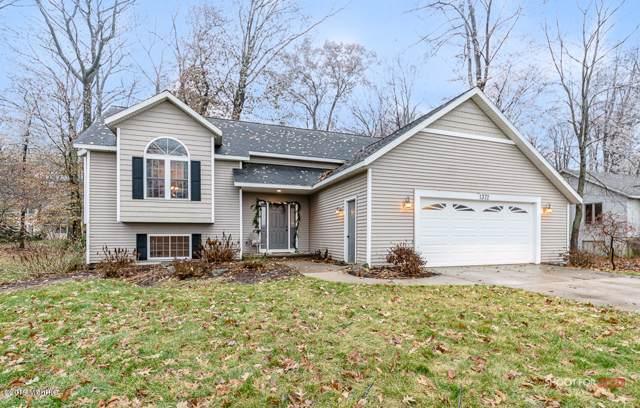 1372 Post Avenue, Holland, MI 49424 (MLS #19057864) :: Matt Mulder Home Selling Team
