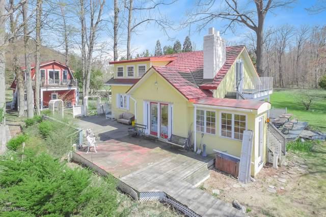 1722 Lake Michigan Drive, Fennville, MI 49408 (MLS #20003952) :: Deb Stevenson Group - Greenridge Realty