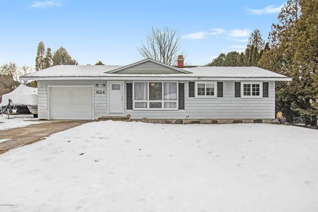 924 State Street, Fremont, MI 49412 (MLS #20004147) :: Deb Stevenson Group - Greenridge Realty
