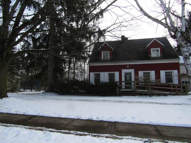 444 E Maple Street, Fremont, MI 49412 (MLS #20004822) :: Deb Stevenson Group - Greenridge Realty