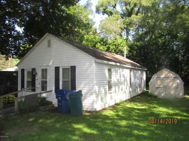 2141 Laurel Avenue, Benton Harbor, MI 49022 (MLS #20004935) :: Deb Stevenson Group - Greenridge Realty