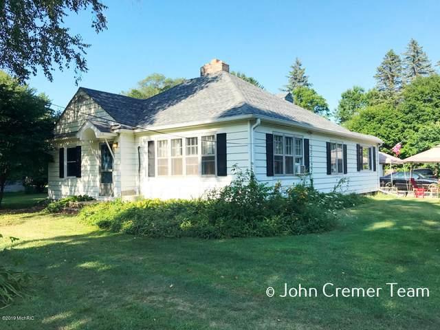 455 N 10th Street, Plainwell, MI 49080 (MLS #20005235) :: Matt Mulder Home Selling Team