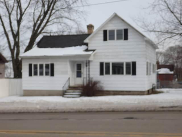 318 Fifth Street, Manistee, MI 49660 (MLS #20005498) :: Matt Mulder Home Selling Team