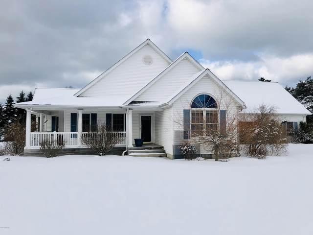 2156 Windsor Lane, Manistee, MI 49660 (MLS #20005788) :: Matt Mulder Home Selling Team