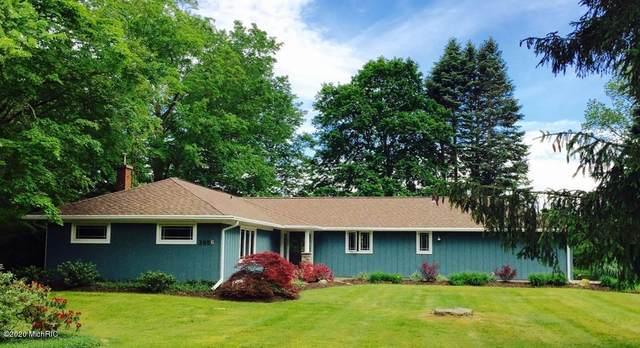 2056 Lakeshore Drive, Fennville, MI 49408 (MLS #20005830) :: Deb Stevenson Group - Greenridge Realty