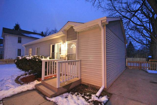 39 Graves Avenue, Battle Creek, MI 49037 (MLS #20005943) :: Matt Mulder Home Selling Team
