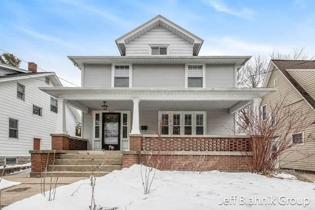 358 Glenhaven Avenue NW, Grand Rapids, MI 49504 (MLS #20006110) :: CENTURY 21 C. Howard