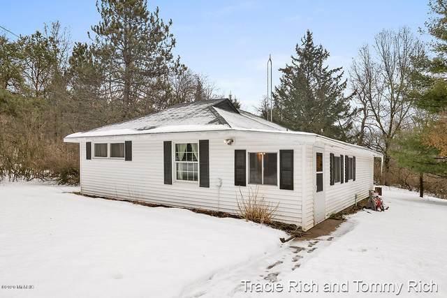 320 Alden Nash Avenue SE, Lowell, MI 49331 (MLS #20006177) :: JH Realty Partners