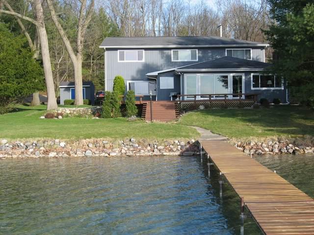 738 E Gull Lake Drive, Augusta, MI 49012 (MLS #20006704) :: Matt Mulder Home Selling Team