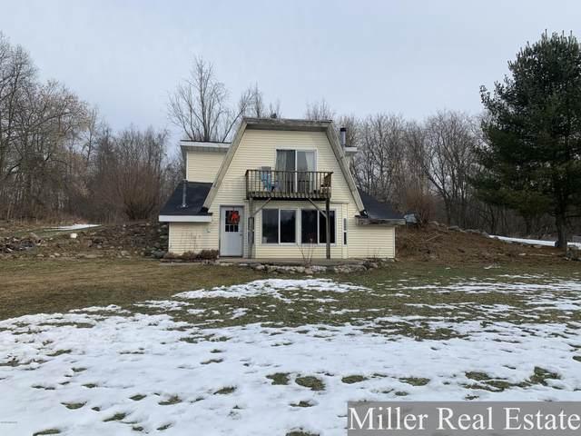 8226 W Pine Lake Road, Delton, MI 49046 (MLS #20006737) :: Deb Stevenson Group - Greenridge Realty