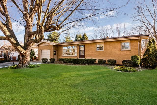 2227 Lynn Drive, St. Joseph, MI 49085 (MLS #20006752) :: Matt Mulder Home Selling Team
