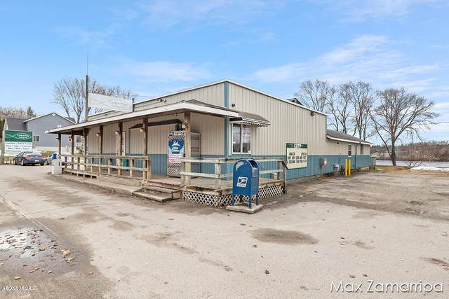 8249 S Croton Hardy Drive, Newaygo, MI 49337 (MLS #20008969) :: Jennifer Lane-Alwan