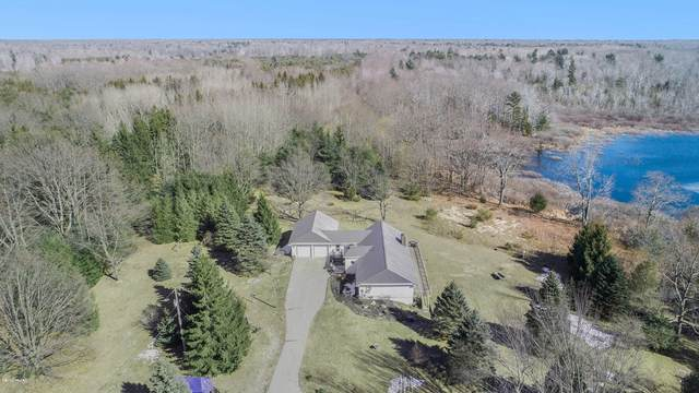2562 N Lakeshore Drive, Ludington, MI 49431 (MLS #20009434) :: Deb Stevenson Group - Greenridge Realty