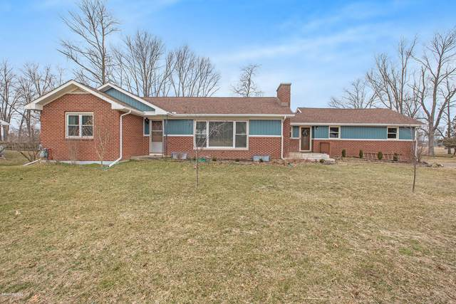 564 8th Street, Plainwell, MI 49080 (MLS #20010622) :: Matt Mulder Home Selling Team