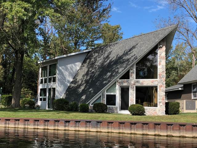 5075 Shoreview Drive, Coloma, MI 49038 (MLS #20012222) :: JH Realty Partners