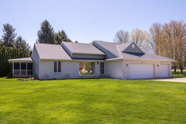 22401 Happy Drive, Cassopolis, MI 49031 (MLS #20015175) :: Jennifer Lane-Alwan
