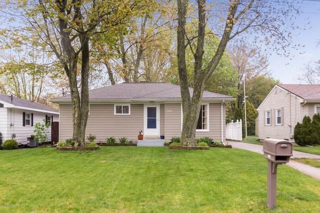 4182 Hillsdale Avenue NE, Grand Rapids, MI 49525 (MLS #20016575) :: JH Realty Partners