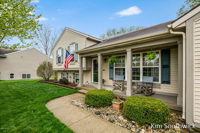 6987 Lake Bluff Drive NE, Comstock Park, MI 49321 (MLS #20017774) :: Ginger Baxter Group