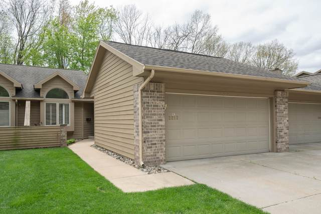 2212 Oakland Ridge Drive, Kalamazoo, MI 49008 (MLS #20018229) :: CENTURY 21 C. Howard