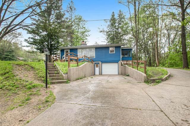 2955 Portage Road, Niles, MI 49120 (MLS #20018237) :: Deb Stevenson Group - Greenridge Realty