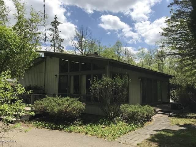 3057 Peach Street, Douglas, MI 49406 (MLS #20018319) :: Deb Stevenson Group - Greenridge Realty