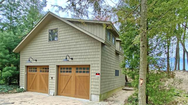 4181 N Lakeshore Drive, Holland, MI 49424 (MLS #20018334) :: JH Realty Partners