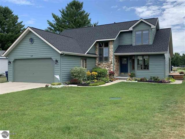 117 S Mark Trail, Lake City, MI 49651 (MLS #20018842) :: CENTURY 21 C. Howard