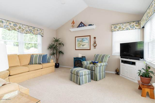 1401 E Crooked Lake Drive, Kalamazoo, MI 49009 (MLS #20019036) :: Keller Williams Realty | Kalamazoo Market Center