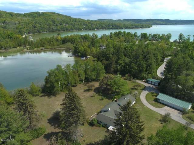 4548 W Northwood Drive, Glen Arbor, MI 49636 (MLS #20019668) :: JH Realty Partners