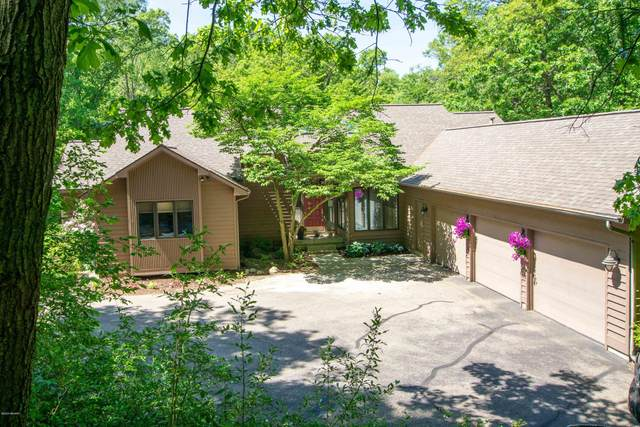 200 Riders Trail NE, Ada, MI 49301 (MLS #20019723) :: CENTURY 21 C. Howard