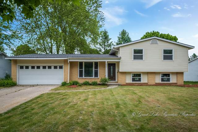 1627 Timberlane Lane NE, Grand Rapids, MI 49505 (MLS #20020528) :: Keller Williams RiverTown