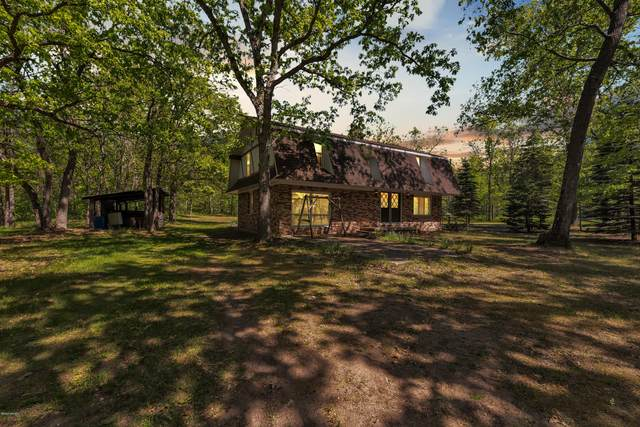 511 Huff Road Road, Manistee, MI 49660 (MLS #20021033) :: Deb Stevenson Group - Greenridge Realty