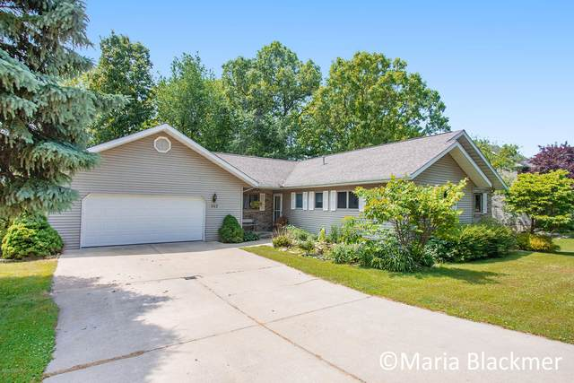 947 Southview Drive, Ionia, MI 48846 (MLS #20021832) :: Jennifer Lane-Alwan