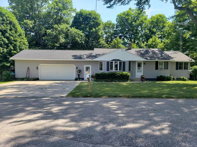 201 W Fifth Street, Scottville, MI 49454 (MLS #20023105) :: Deb Stevenson Group - Greenridge Realty