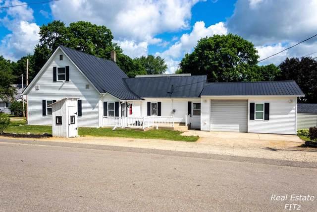 6042 Harrison Avenue SE, Alto, MI 49302 (MLS #20024654) :: JH Realty Partners