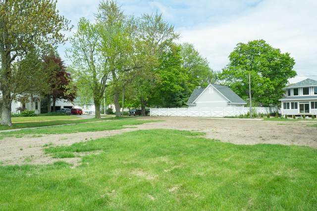 108 Oak Street, South Haven, MI 49090 (MLS #20024694) :: Jennifer Lane-Alwan
