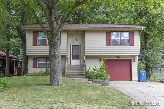 1715 Robbins Road, Grand Haven, MI 49417 (MLS #20025031) :: JH Realty Partners
