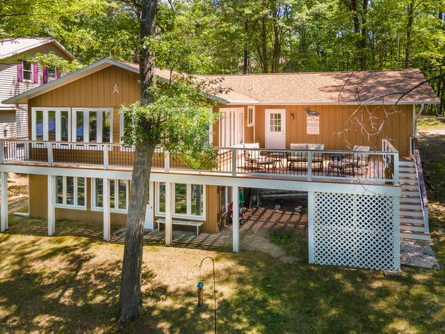 8655 N Island Drive, Canadian Lakes, MI 49346 (MLS #20025561) :: Jennifer Lane-Alwan