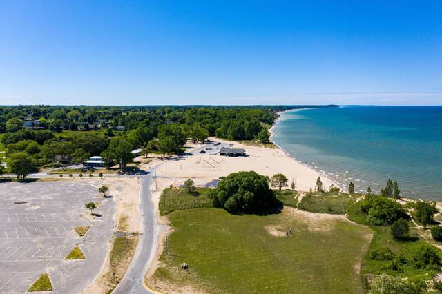 101 S Lakeshore Drive, Manistee, MI 49660 (MLS #20025837) :: Deb Stevenson Group - Greenridge Realty