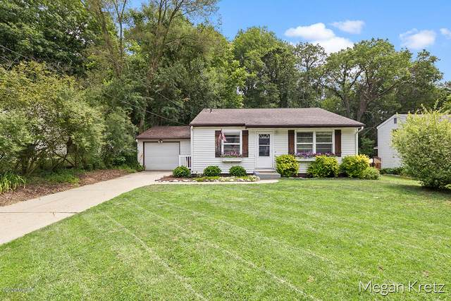 5276 Larkin Avenue NE, Comstock Park, MI 49321 (MLS #20026257) :: Ron Ekema Team