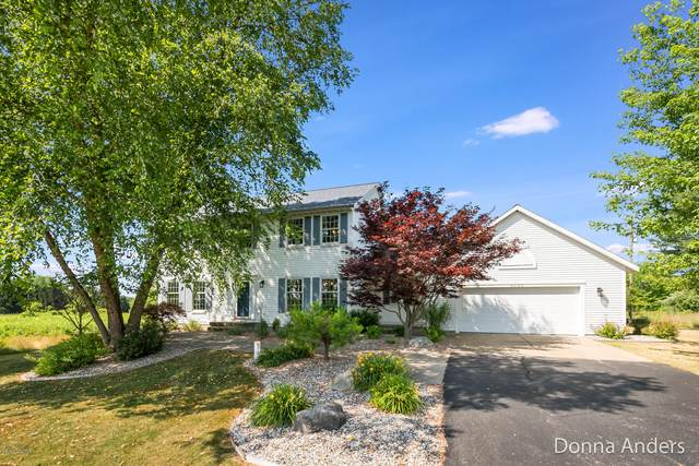 4225 Mccabe Avenue NE, Ada, MI 49301 (MLS #20026317) :: Jennifer Lane-Alwan
