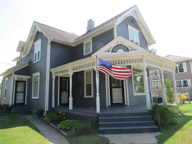 402 W Main Street, Niles, MI 49120 (MLS #20027108) :: CENTURY 21 C. Howard