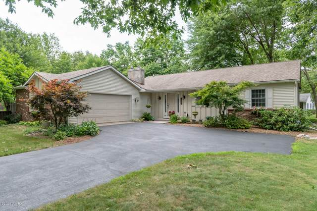 1685 Brookmoor Lane, Portage, MI 49024 (MLS #20028854) :: Jennifer Lane-Alwan