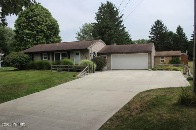 1155 W Ellis Street, Belding, MI 48809 (MLS #20029928) :: Jennifer Lane-Alwan