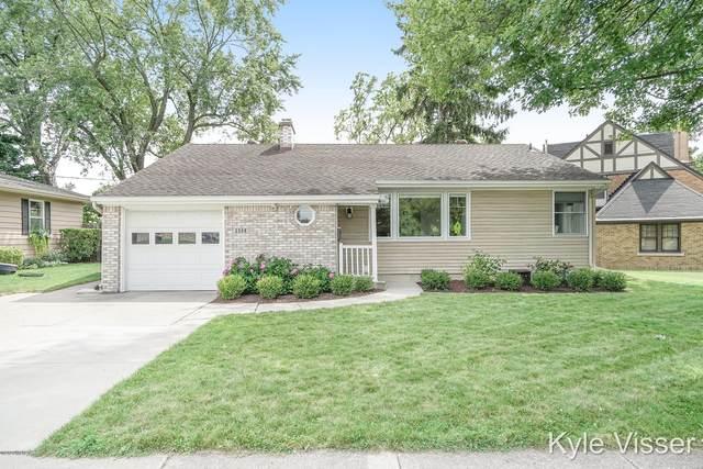2506 Berwyck Road SE, East Grand Rapids, MI 49506 (MLS #20031559) :: Ginger Baxter Group