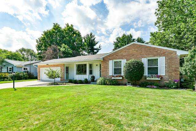 4088 42nd Street SW, Grandville, MI 49418 (MLS #20031735) :: Jennifer Lane-Alwan