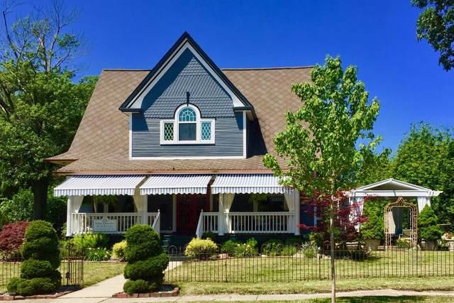 204 Oak Street, Three Oaks, MI 49128 (MLS #20031902) :: JH Realty Partners