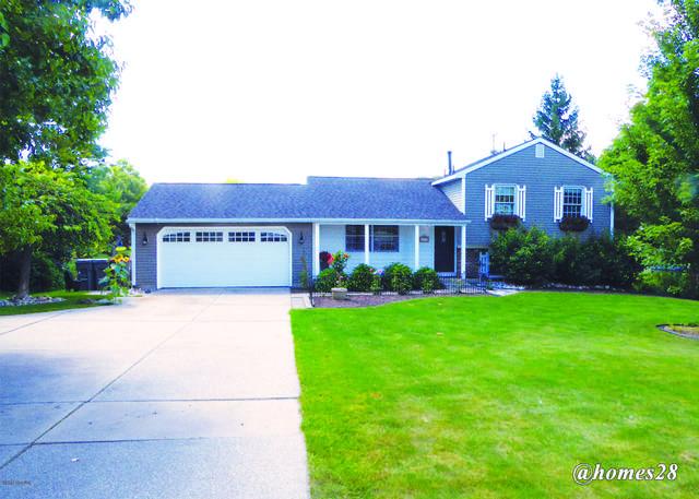 691 Forest Hill Avenue SE, Grand Rapids, MI 49546 (MLS #20031965) :: Ginger Baxter Group