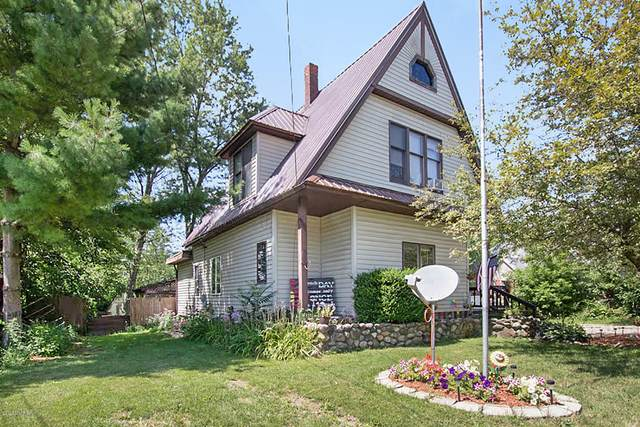 417 S Stewart Avenue, Fremont, MI 49412 (MLS #20031982) :: Keller Williams RiverTown