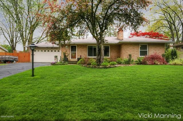 1554 Ridgewood Avenue SE, East Grand Rapids, MI 49506 (MLS #20032307) :: Jennifer Lane-Alwan